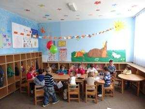 Ages 2-6 go to kindergarten here.