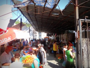 The farmer's market held in Permet every morning.
